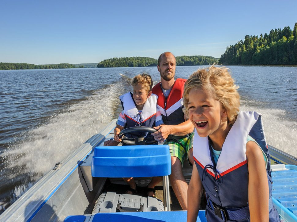 Family Boat - Small Boats The Family Can Enjoy | Door to Door Cars