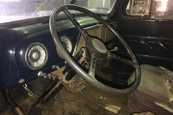 b44d4d9518 Rare-1951-Ford-F1-Panel-Van-interior-wheel-600x400 - Door To Door ...